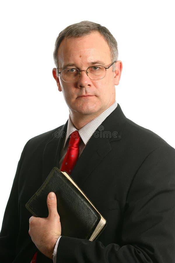 Ministro com a Bíblia fotos de stock