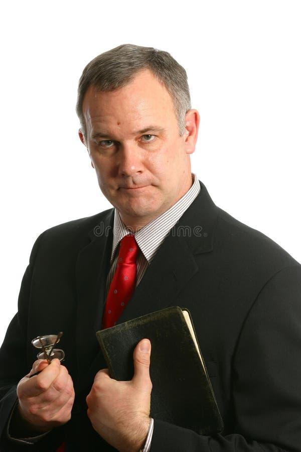 Ministro com a Bíblia imagens de stock