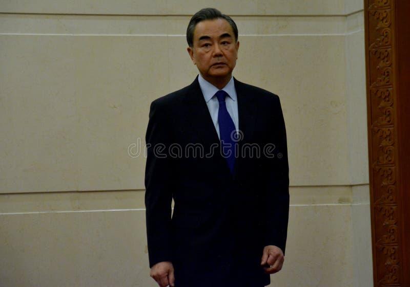 Ministro de Asuntos Exteriores Wang Yi del chino antes de la reunión fotografía de archivo