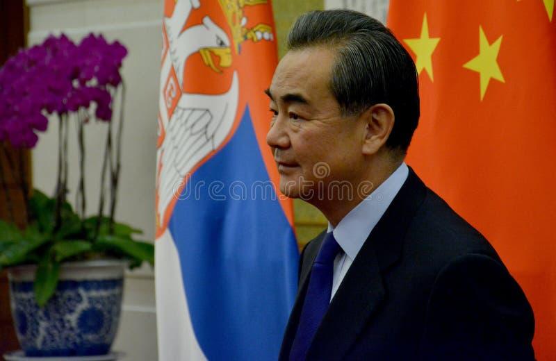 Ministro degli affari esteri Wang Yi di cinese prima della riunione fotografie stock