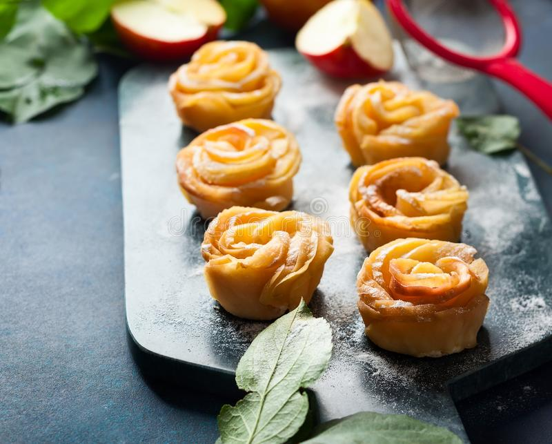 Minitörtchen Apples Rose stockbild