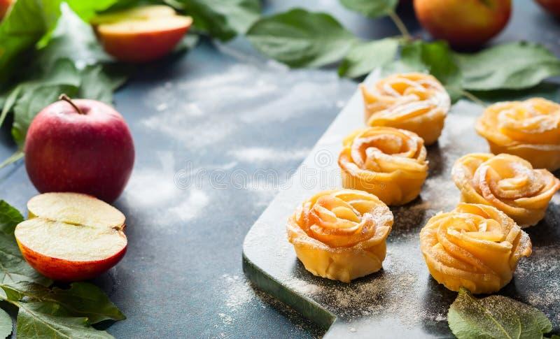 Minitörtchen Apples Rose lizenzfreie stockbilder