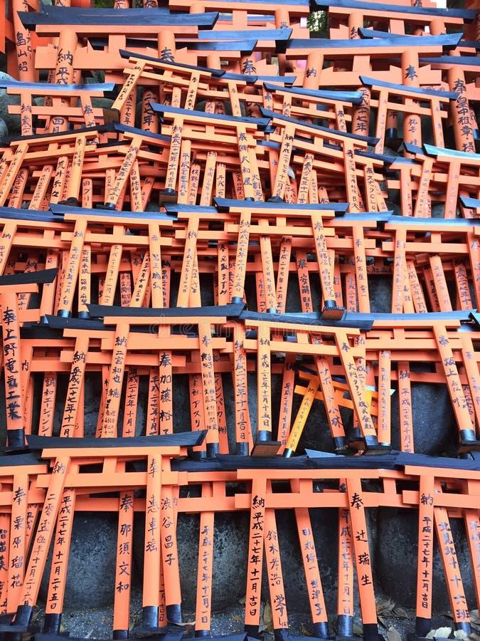 Miniture del portone di Toriis, santuario di Fushimi Inari, Kyoto Giappone fotografie stock