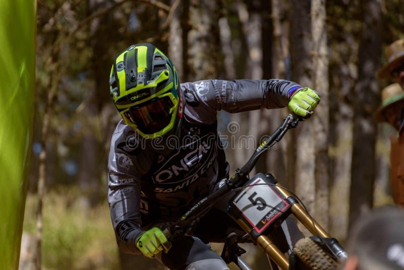 MINNAAR ГрегСИНДИКАТ RSA SANTA CRUZ в КУБКЕ МИРА 2019 МЕРСЕДЕС-BENZ UCI MTB - DHI Vallnord, Андорра в июле 2019 стоковое фото rf