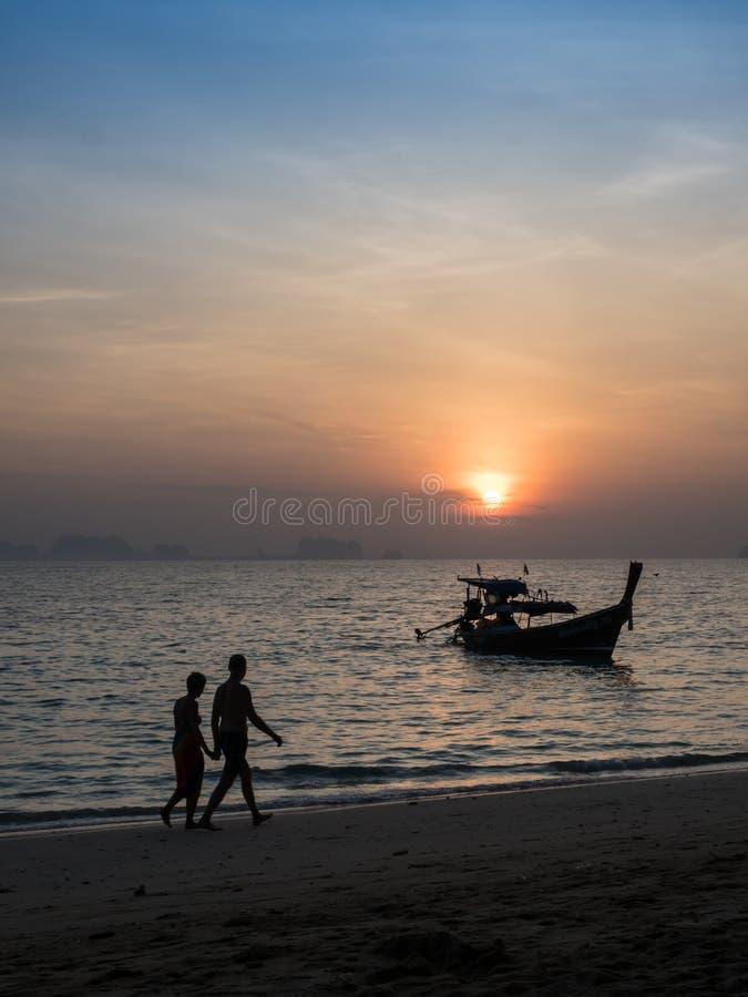Minnaar op strand stock foto