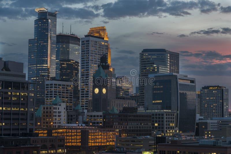 Minneapolis śródmieście przy nocą obraz royalty free