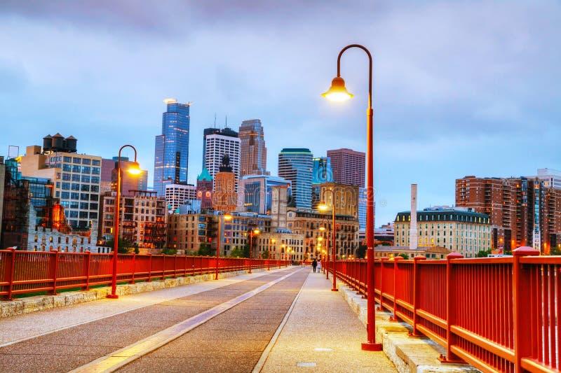 Minneapolis do centro, Minnesota no nighttime fotos de stock