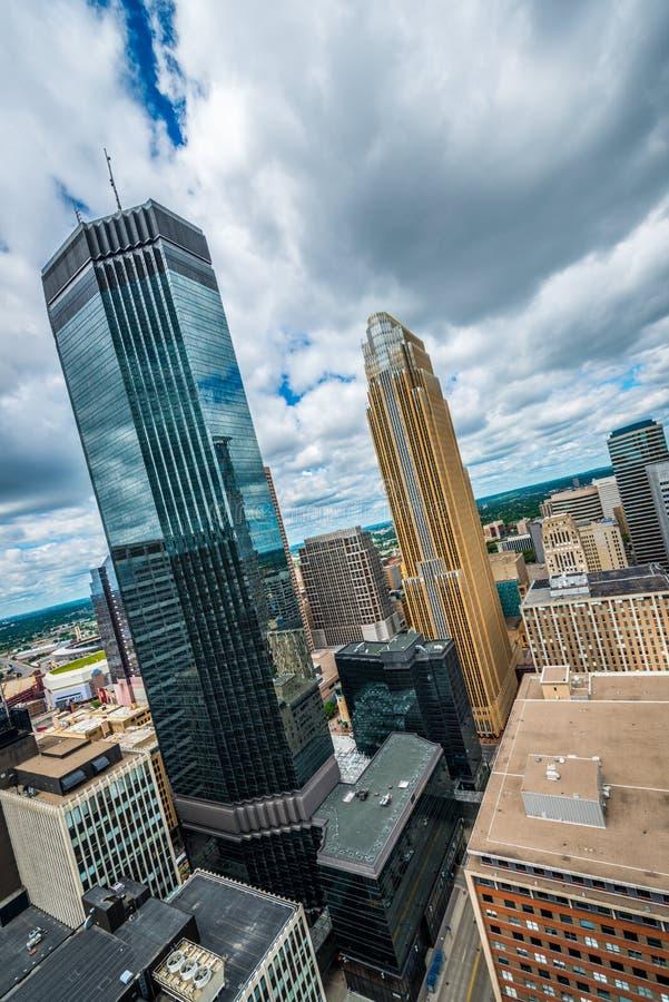 Minneapolis du centre et entourage urbains image stock