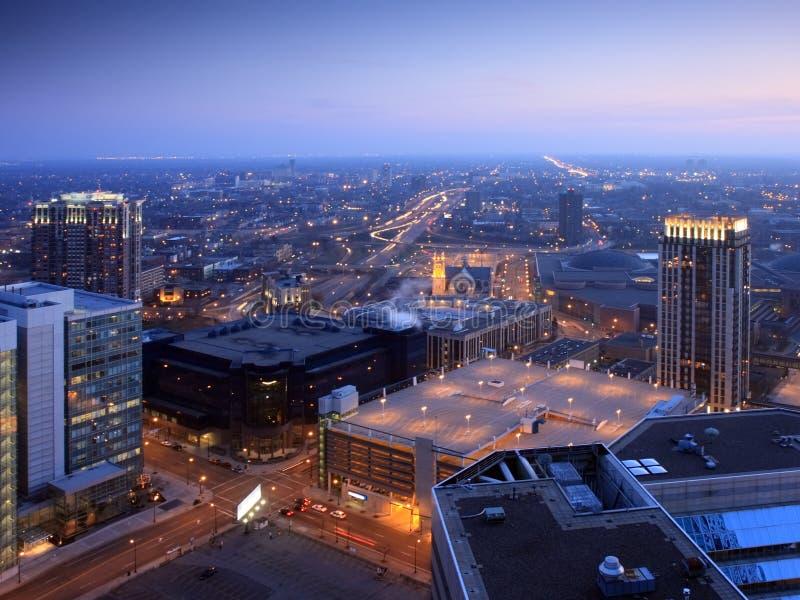 Minneapolis du centre la nuit images libres de droits