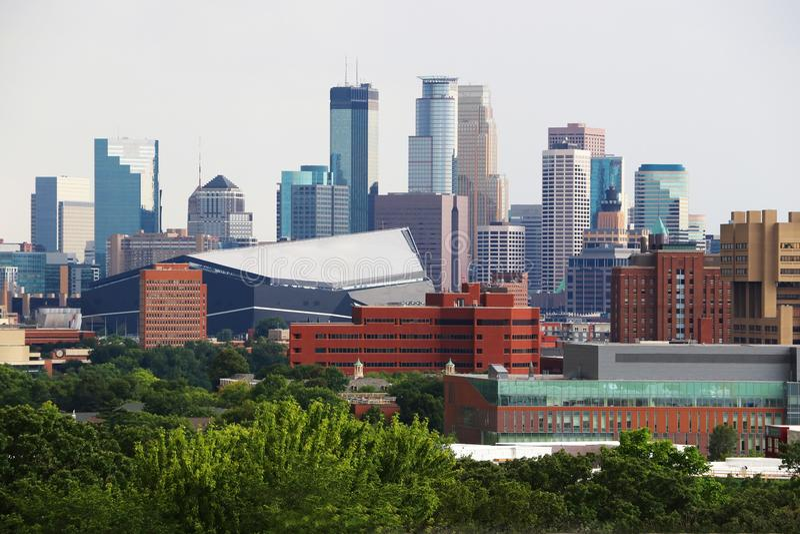 Minneapolis i stadens centrum horisont arkivbild