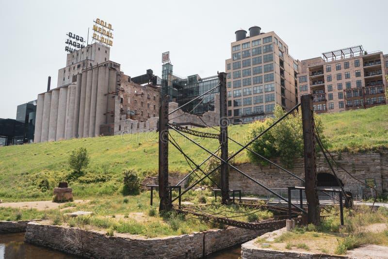 Minneapolis, Mangan - Mühle ruiniert Park im St. Anthony Falls Historic District in im Stadtzentrum gelegenem Minneapolis stockfoto