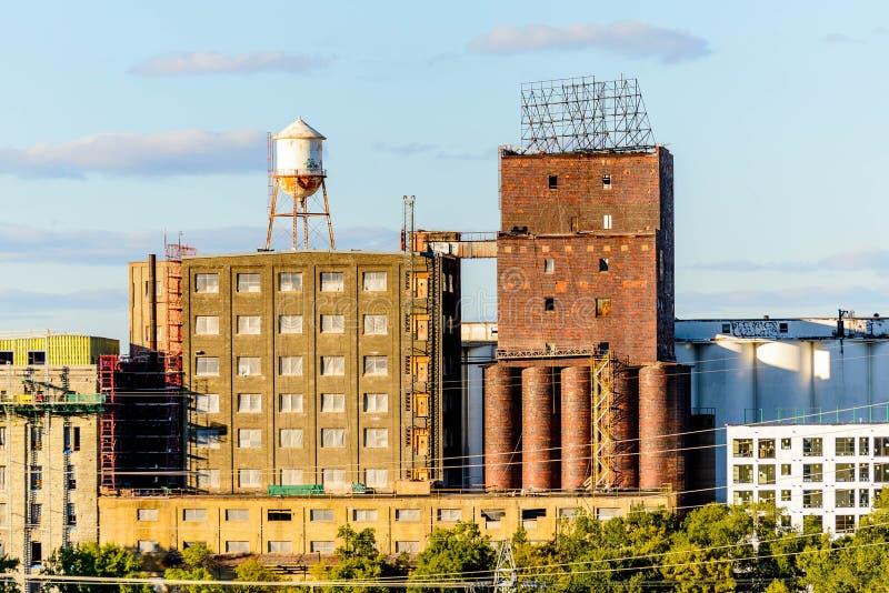 Minneapolis, MN, monumenti storici vicino in città fotografie stock