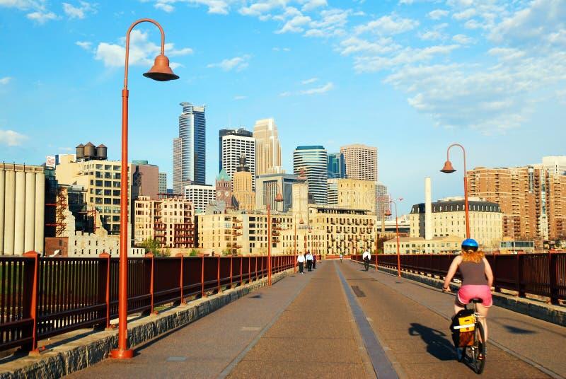 Minneapolis od Kamiennego łuku mosta obraz royalty free