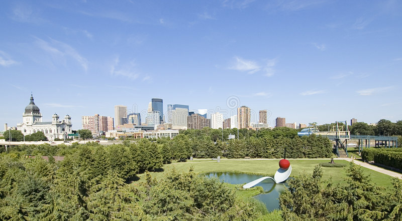 Minneapolis-Skyline II lizenzfreie stockbilder