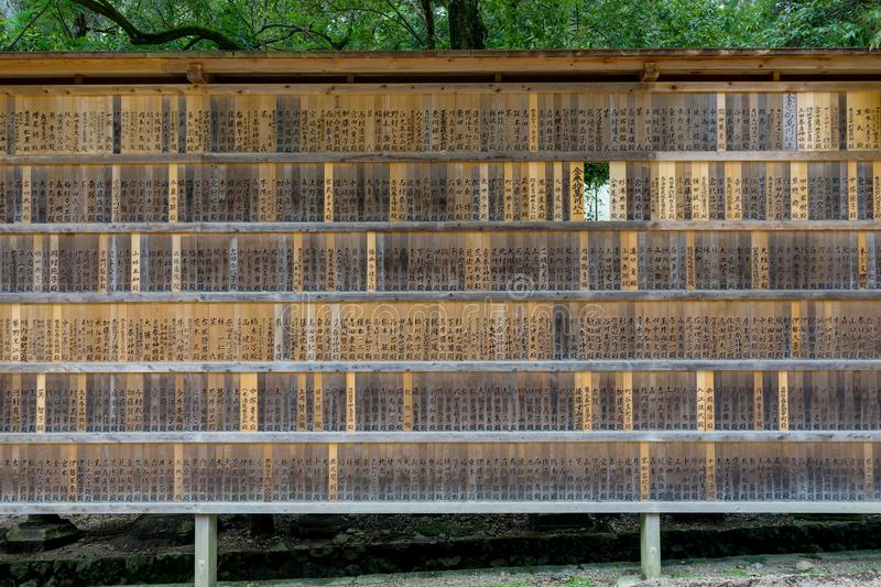 Minnes- givar-plattor på Kasugaen Taisha förvarar i Nara, Japa fotografering för bildbyråer