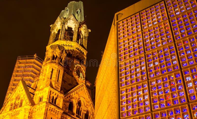 Minnes- Kaiser Wilhelm Church på natten royaltyfria bilder