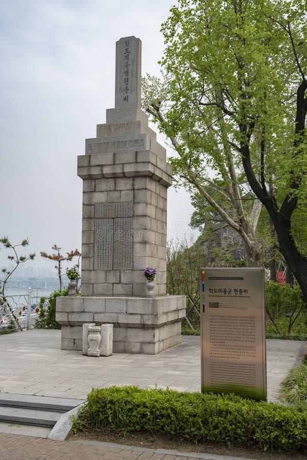 Minnes- monument som ställa upp som frivillig studenten Army arkivfoton