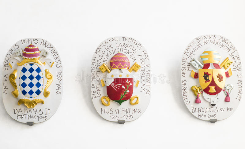 Minnes- platta poppar Benedict, Pius, Damasus arkivbild