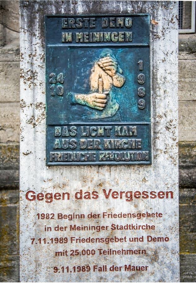 Minnes- platta till fredbönerna för återföreningen i den Meiningen Tyskland royaltyfri foto