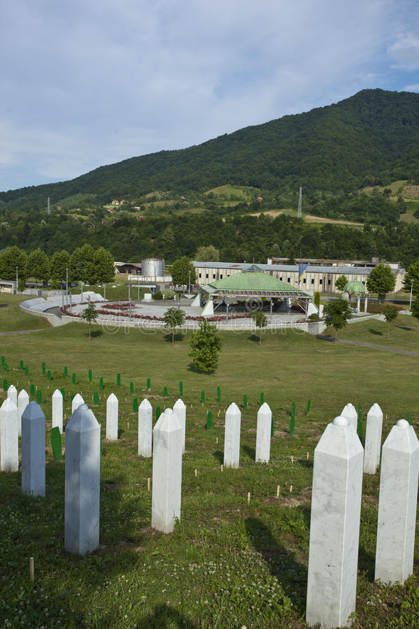 minnes- potocari srebrenica för Bosnienkyrkogård arkivbilder