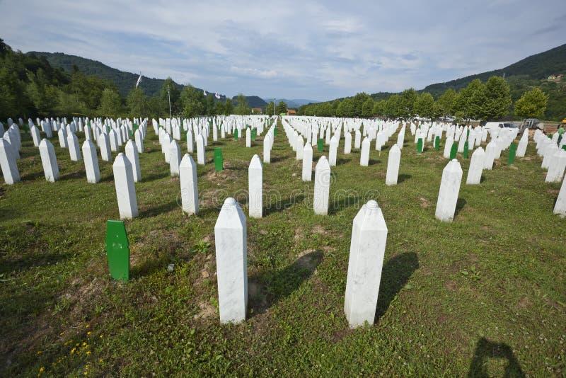 minnes- potocari srebrenica för Bosnienkyrkogård arkivfoton