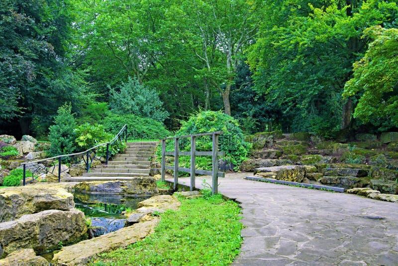 Minnes- trädgård, Clifton Park, Rotherham, South Yorkshire, England arkivbilder