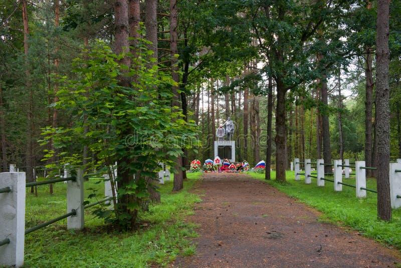 Minnesmärke av det stora patriotiska kriget på den Bratskoye kyrkogården royaltyfri foto