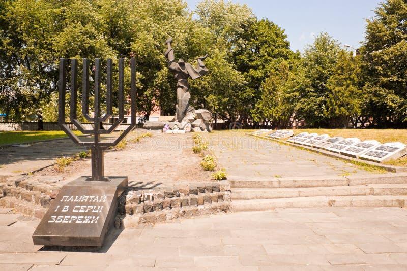 Minnesmärke till offren av förintelsen i Lviv, Ukraina arkivbild