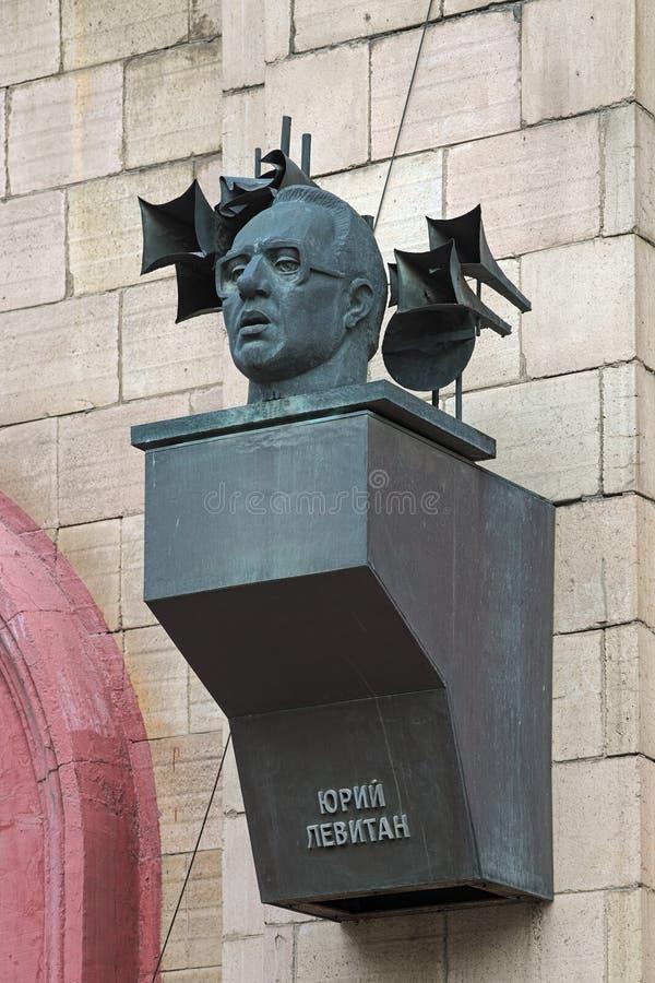 Minnesmärkebyst av Yuri Levitan i Volgograd, Ryssland arkivfoto