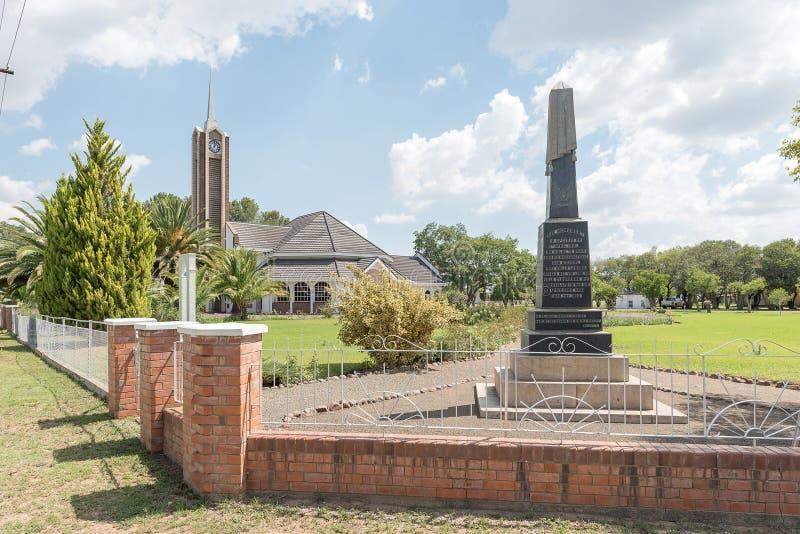 Minnesmärken för Boer tjäna som soldat och den holländare omdanade kyrkan i Verkeerd royaltyfri fotografi