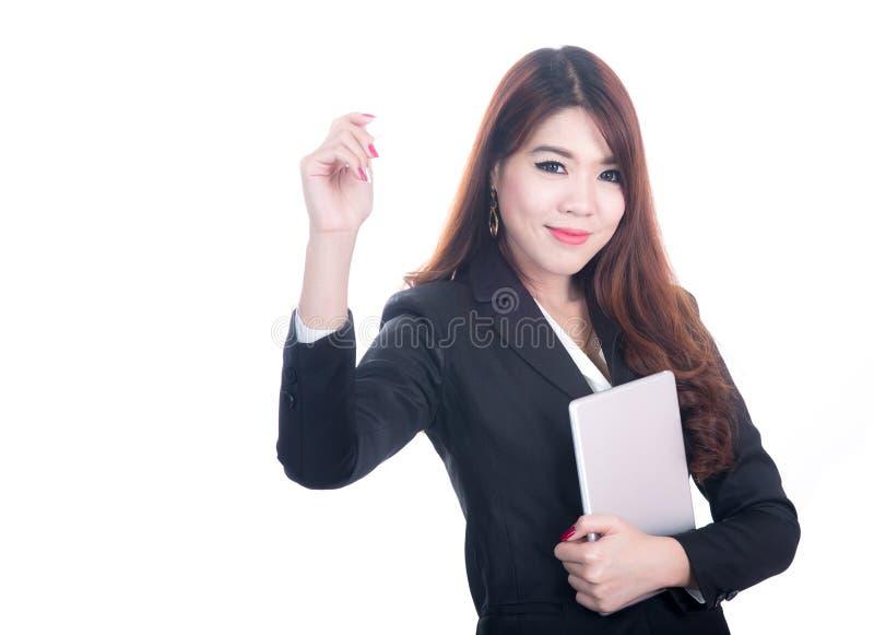 Minnestavla för dator för affärskvinna hållande royaltyfri bild