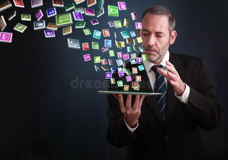 MinnestavlaPC med molnet av applikationsymboler fotografering för bildbyråer