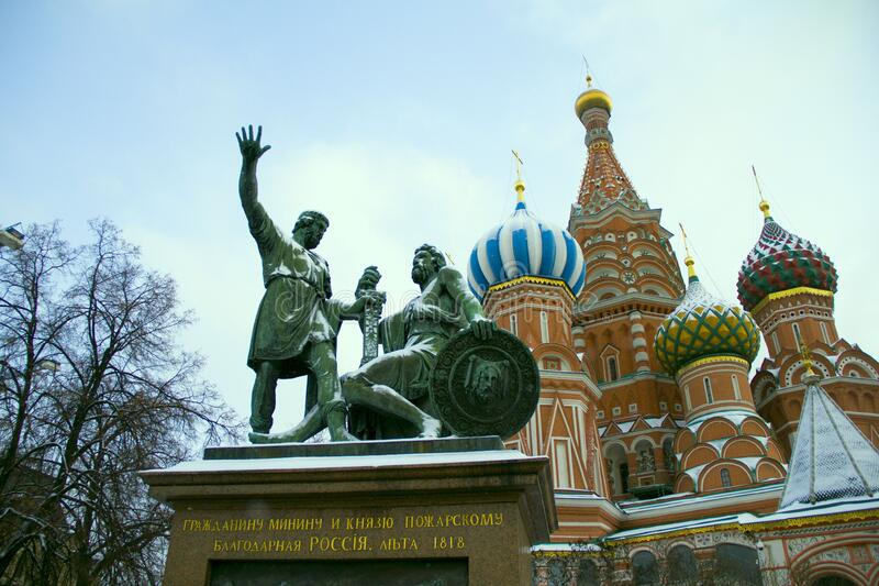 Minnet i Minin och Pozharsky blev det första monumentet i Moskva: förut, för att hedra viktiga historiska händelser, segra royaltyfri fotografi