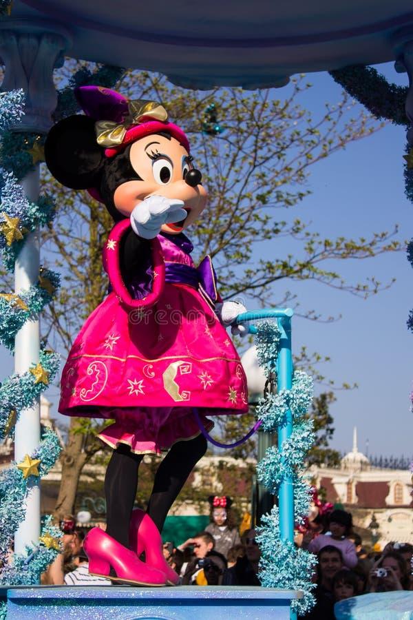 Minnie Mouse tijdens de dagelijkse parade, Disneyland Parijs stock afbeelding