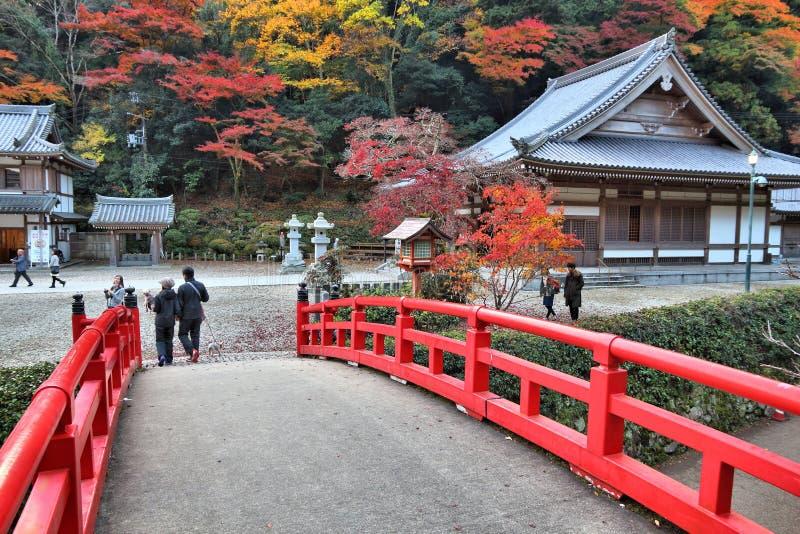 MINOO, JAPÃO - 22 DE NOVEMBRO DE 2016: Visita Meiji dos povos nenhum Mori Mino Quasi-National Park perto de Osaka, Japão O parque fotos de stock