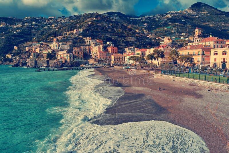 Minori, une petite ville sur la côte d'Amalfi images stock