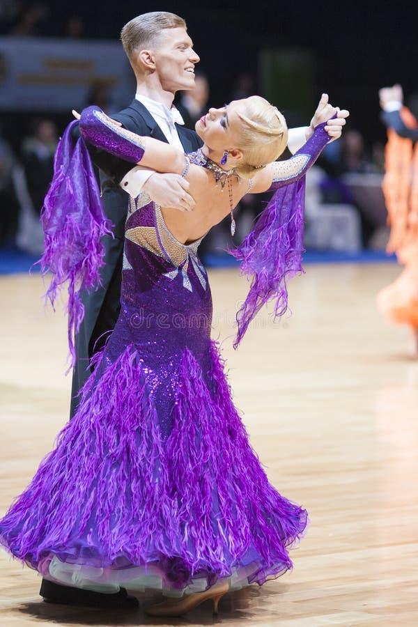 Minsk - 20 mai : Programme d'adulte de couples de danse photos libres de droits