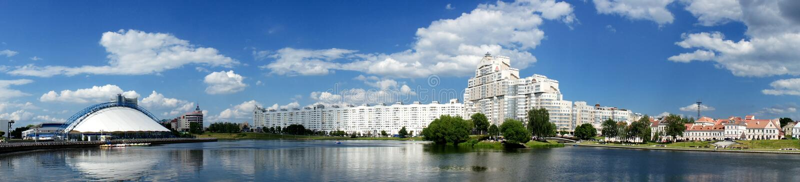 Minsk, arquitectura moderna foto de archivo