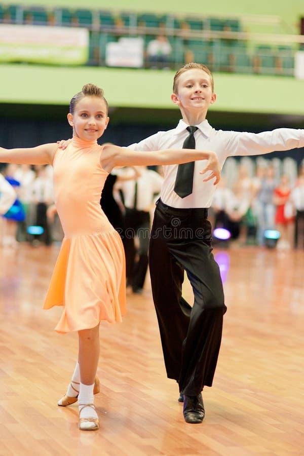 MINSK-BELARUS, 29. MAI: Nicht identifizierte Tanz-Paare lizenzfreies stockfoto