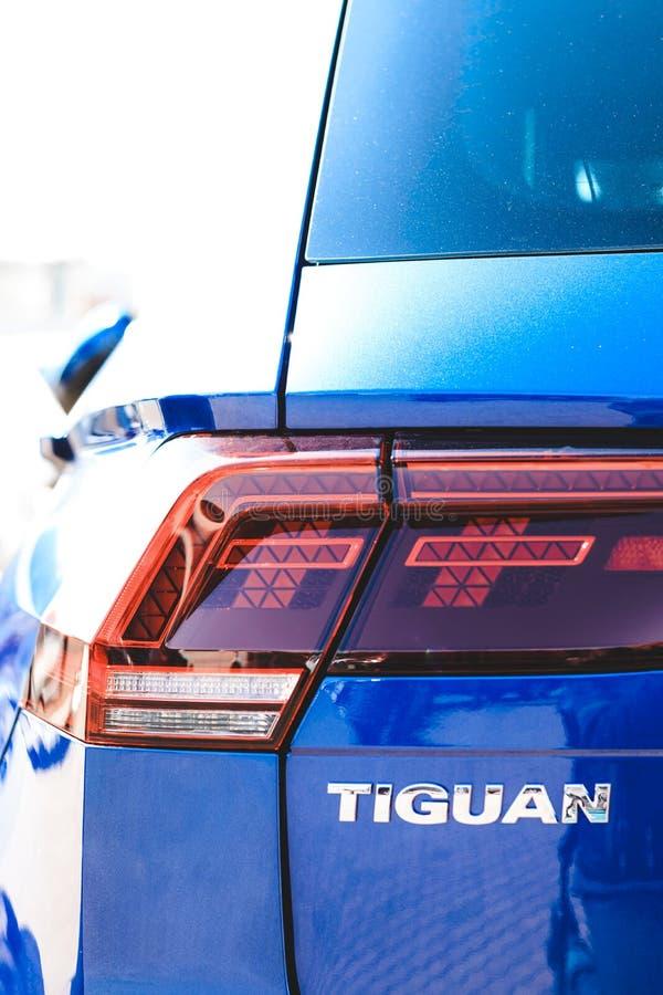minsk belarus E Automobile di Volkswagen Nell'ambito dei raggi luminosi del sole r immagini stock