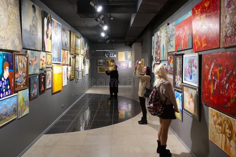 Minsk, Belarus - 2 février 2017 : La Chambre de ` du ` de peintures a exposé des travaux d'artistes photographie stock