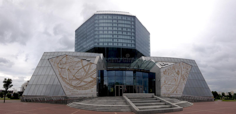 Minsk, Belarus - 12 juin 2014 : Bâtiment moderne de la Bibliothèque nationale du Belarus, Minsk Front View image stock
