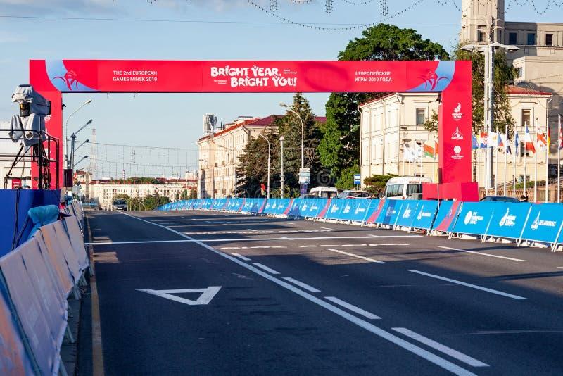 Minsk, Belarus, le 22 juin 2019 : Finition de la distance des compétitions sportives dans les 2èmes JEUX EUROPÉENS dans la ville  photographie stock