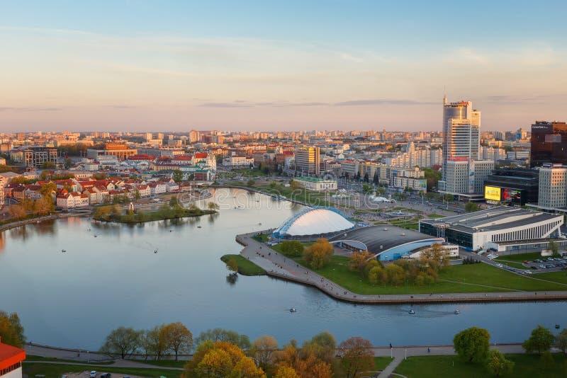 MINSK, BELARUS-MAY 13,2017: Vista panorámica de la ciudad de la tarde de Minsk fotos de archivo