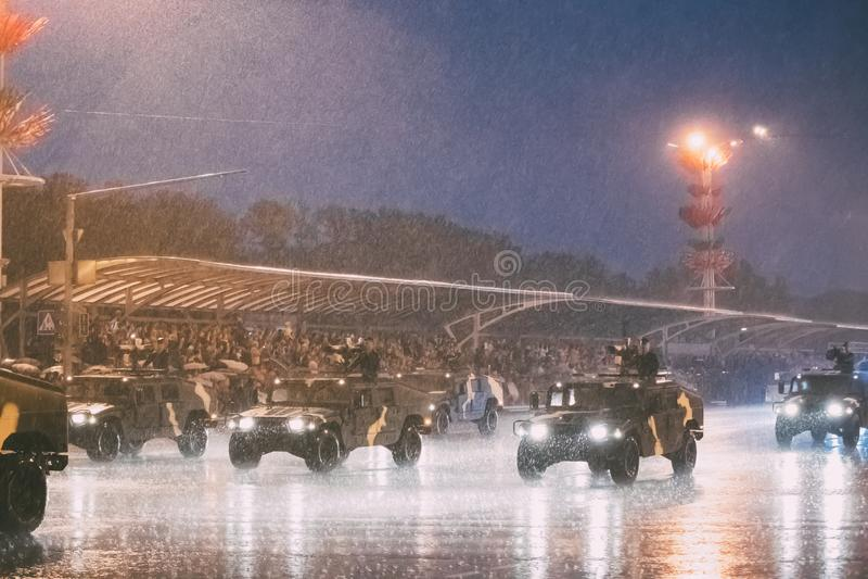 Minsk, Belarus Militärisches helles Gebrauchsfahrzeug Chinese Dongfeng Mengshi EQ2050F, das entlang Straße während des Trainings  stockbilder