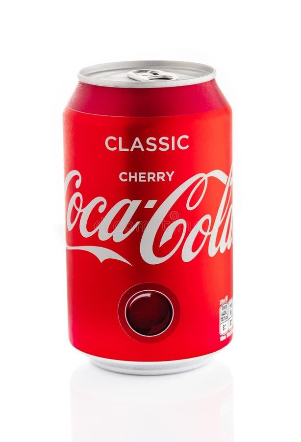 MINSK, BELARUS - 19 SEPTEMBRE 2018 : Boîte en aluminium de la cerise de Coca-Cola d'isolement au-dessus du fond blanc photographie stock