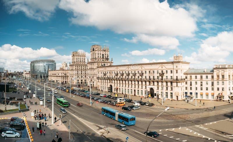 Minsk, Białoruś Dwa budynku Górują Symbolizujący bramy Minsk, zdjęcie stock