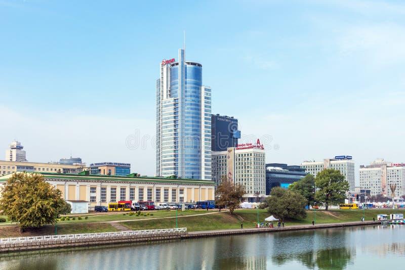 MINSK BIAŁORUŚ, Wrzesień, - 9, 2018: Panoramiczny widok dziejowy centrum Minsk, Białoruś Widok bulwaru Svisloch rzeka zdjęcie royalty free