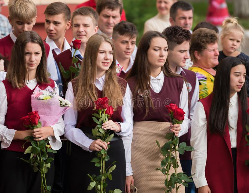 Minsk, Bielorrússia - 1º de setembro de 2018 alunos de uma classe final de sc fotos de stock royalty free