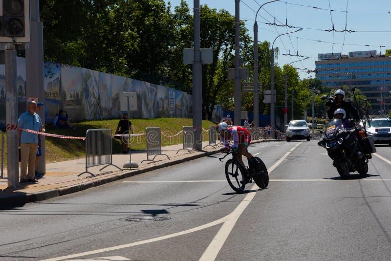 MINSK, BIELORRÚSSIA - 25 DE JUNHO DE 2019: O ciclista de Bielorrússia Kiryienka participa nos homens rachou a raça individual do  foto de stock royalty free